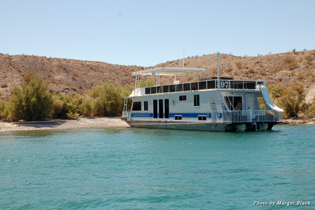 houseboat Family Fun on a Houseboat on Lake Mohave